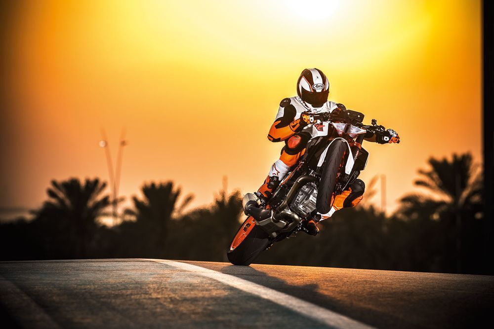 2017-ktm-super-duke-r-sunset-wheelie.jpg