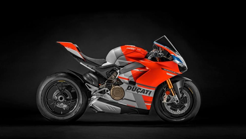 Panigale-V4S-Corse-MY19-02-Gallery-1920x1080.jpg